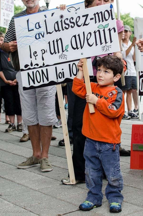 enfant èa la manifestation - loi 106
