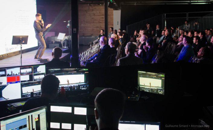 Guillaume Béland en action lors de sa conférence - De l'évangélisation à la commercialisation de la réalité virtuelle au Benelux